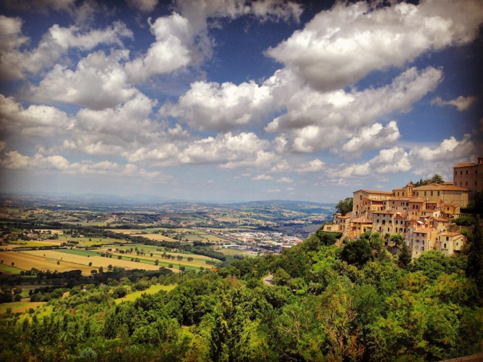 Umbria: nature, history and spirituality