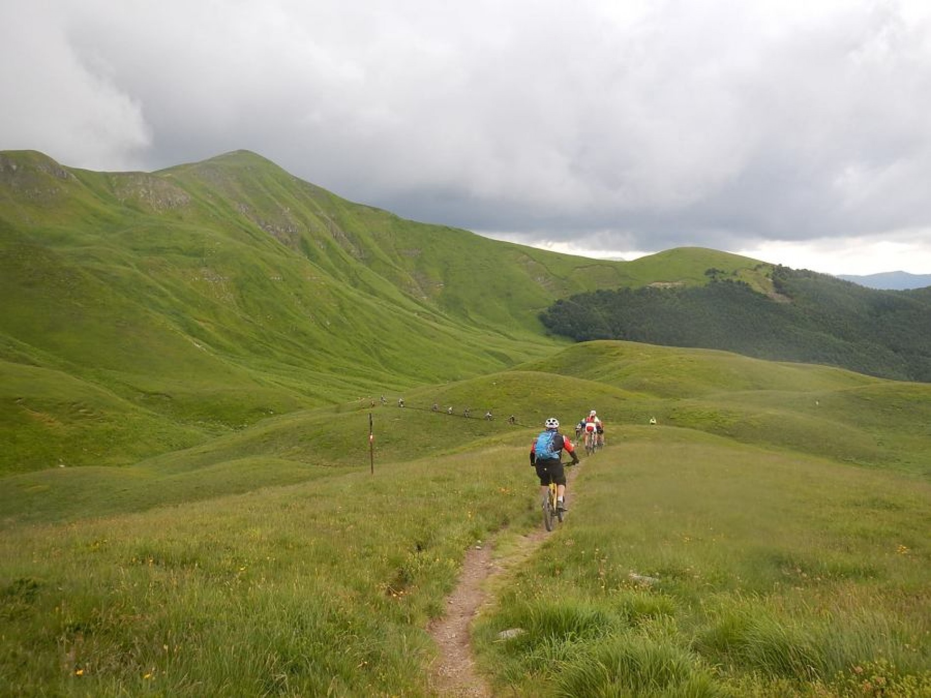 ACTIVE HOLYDAYS INTO THE APENNINES' NATURE