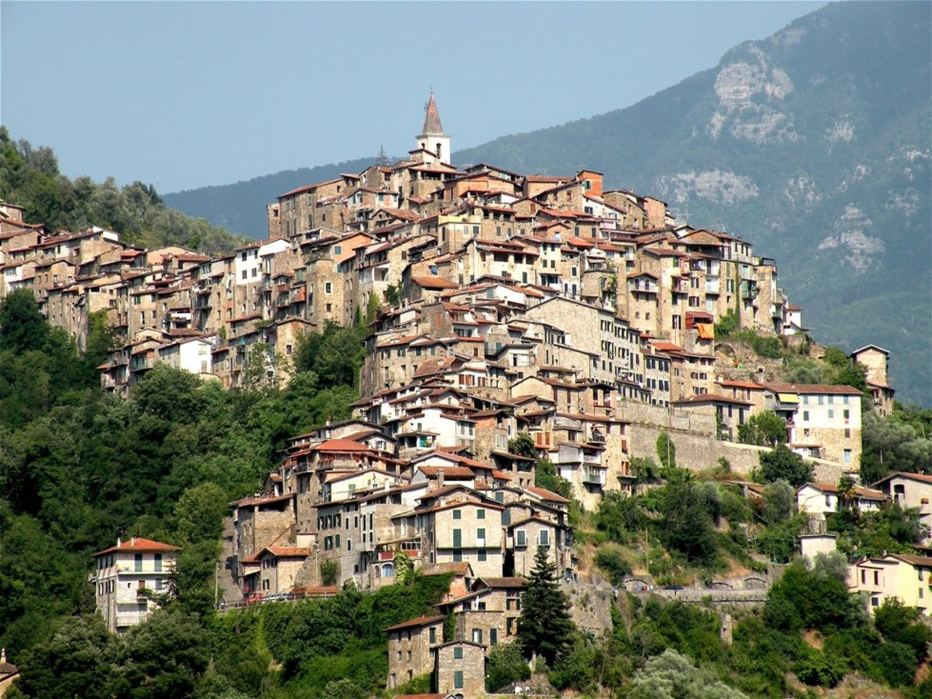 ITALY AND ITS HISTORIC TOWNS: A HERITAGE TO PROTECT