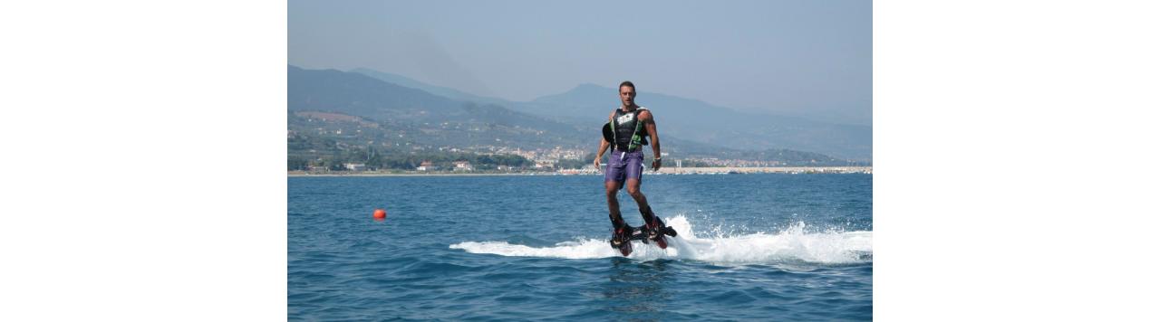Flyboard: acrobazie d'acqua