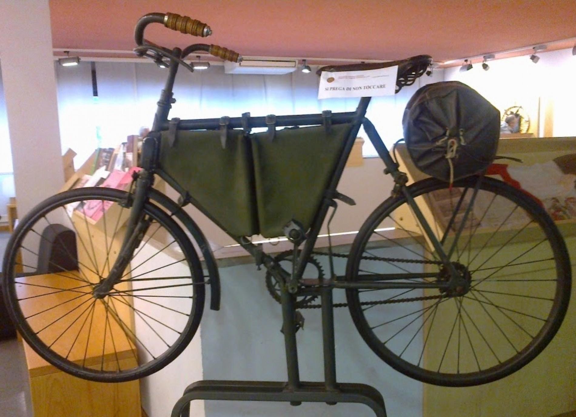 Bici e fucile: la guerra a colpi di pedale