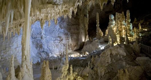 Grotte di Frasassi, magia sotterranea